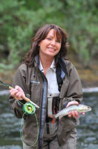 Mirjaa Pavlic beim Fliegenfischen in Slowenien